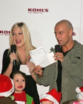 Tori Spelling and Joey Lawrence