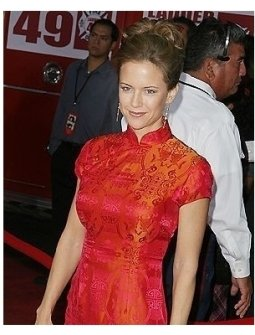 Kelly Preston at the Ladder 49 Premiere