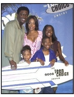 Bernie Mac and the cast from the 'Bernie Mac Show' at the 2002 Teen Choice Awards Press Room held at The Universal Amphitheatre. Universal City, California - 08-04-02