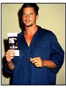 Simon Rex at The In Crowd premiere