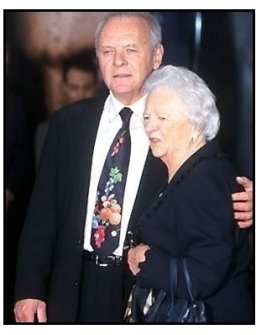 Anthony Hopkins and mother at the Hand and Footprint Ceremony