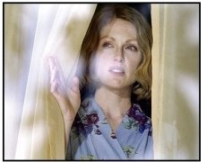 The Hours movie still: Julianne Moore as Laura Brown in The Hours