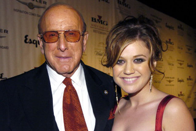 Kelly Clarkson vs Clive Davis