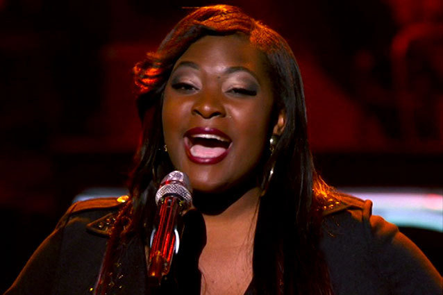 "Candice Glover performs ""Ordinary People"" in Las Vegas"