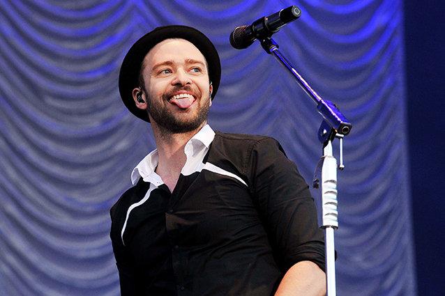 Justin Timberlake performs live
