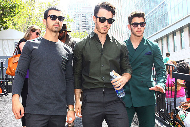 Jonas Brother cancel tour over creative differences