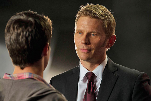 "The Tomorrow People -- ""In Too Deep"" -- Image Number: TP102B_7520.jpg —Pictured (L-R): Robbie Amell as Stephen and Mark Pellegrino as Dr. Jedikiah Price --   Photo: Jack Rowand/The CW -- © 2013 The CW Network, LLC. All rights reserved."