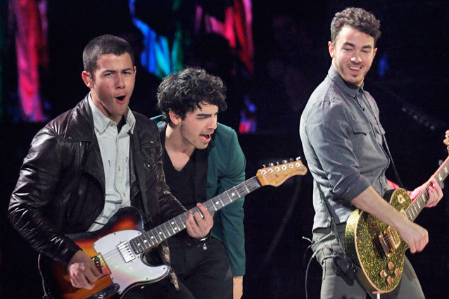 VINA DEL MAR, CHILE - FEBRUARY 26:  Nick, Joe and Kevin Jonas (L-R) perform at the Quinta Vergara during the 53rd Vina del Mar International Music Festival on February 26, 2013 in Vina del Mar, Chile. (Photo by Marcelo Benitez/LatinContent/GettyImages)