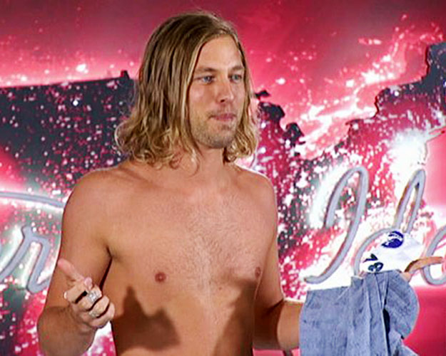 Casey James Gets Naked on Idol