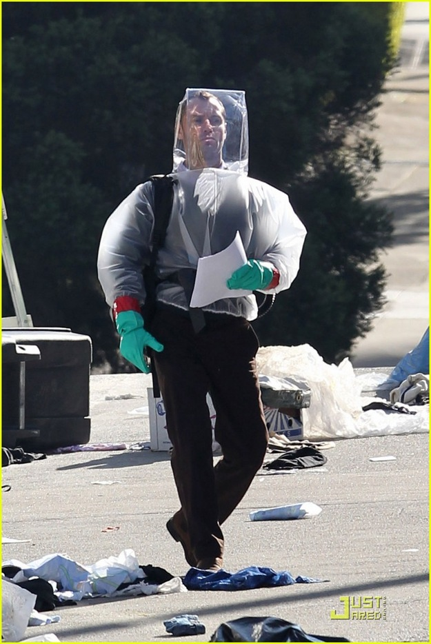 Jude Law on the set of Warner Bros. 'Contagion'