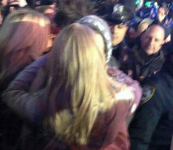 Harry Styles Taylor Swift kiss New Year's Eve
