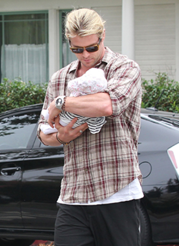 Chris Hemsworth Baby Look