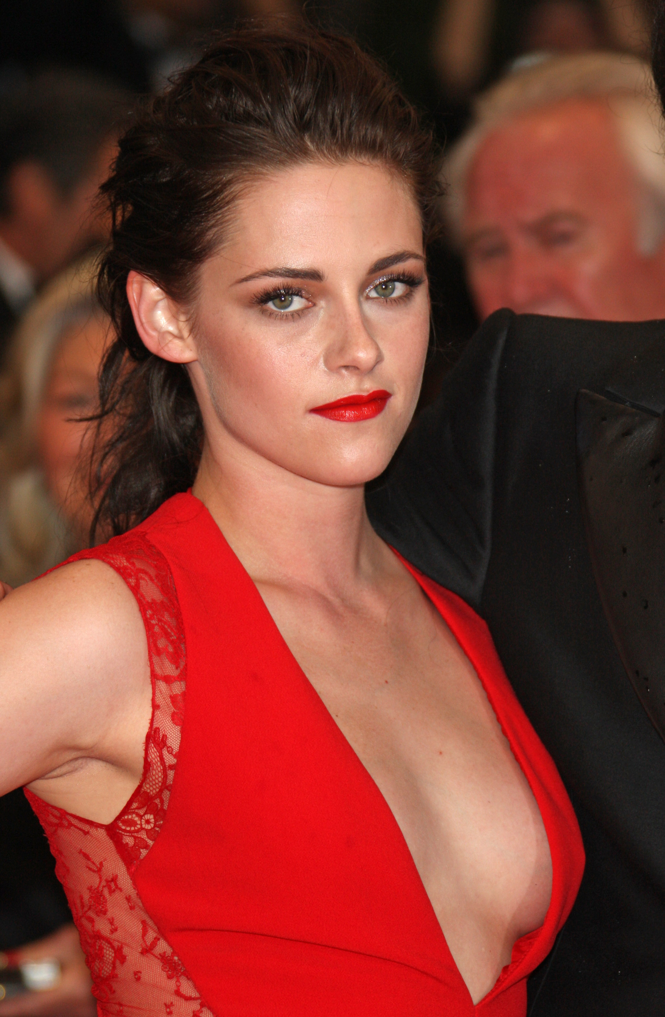 Kristen Stewart Almost Suffers Wardrobe Malfunction at Rob Pattinson's
